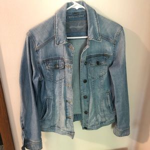 jean jacket - denim light wash
